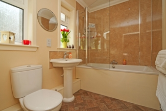 Glenachulish_jacuzzi_bathroom_325x217.jpg