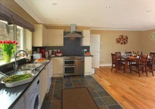 Glenachulish_kitchen_area_facing_cooker_325x244.jpg